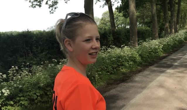Rosa Haring is één van de jongste lopers van de Nijmeegse Vierdaagse dit jaar. Samen met haar #vteam maakt ze onderweg reportages, vlogs en livestreams. Wil je deze bekijken? Kijk dan op de website.