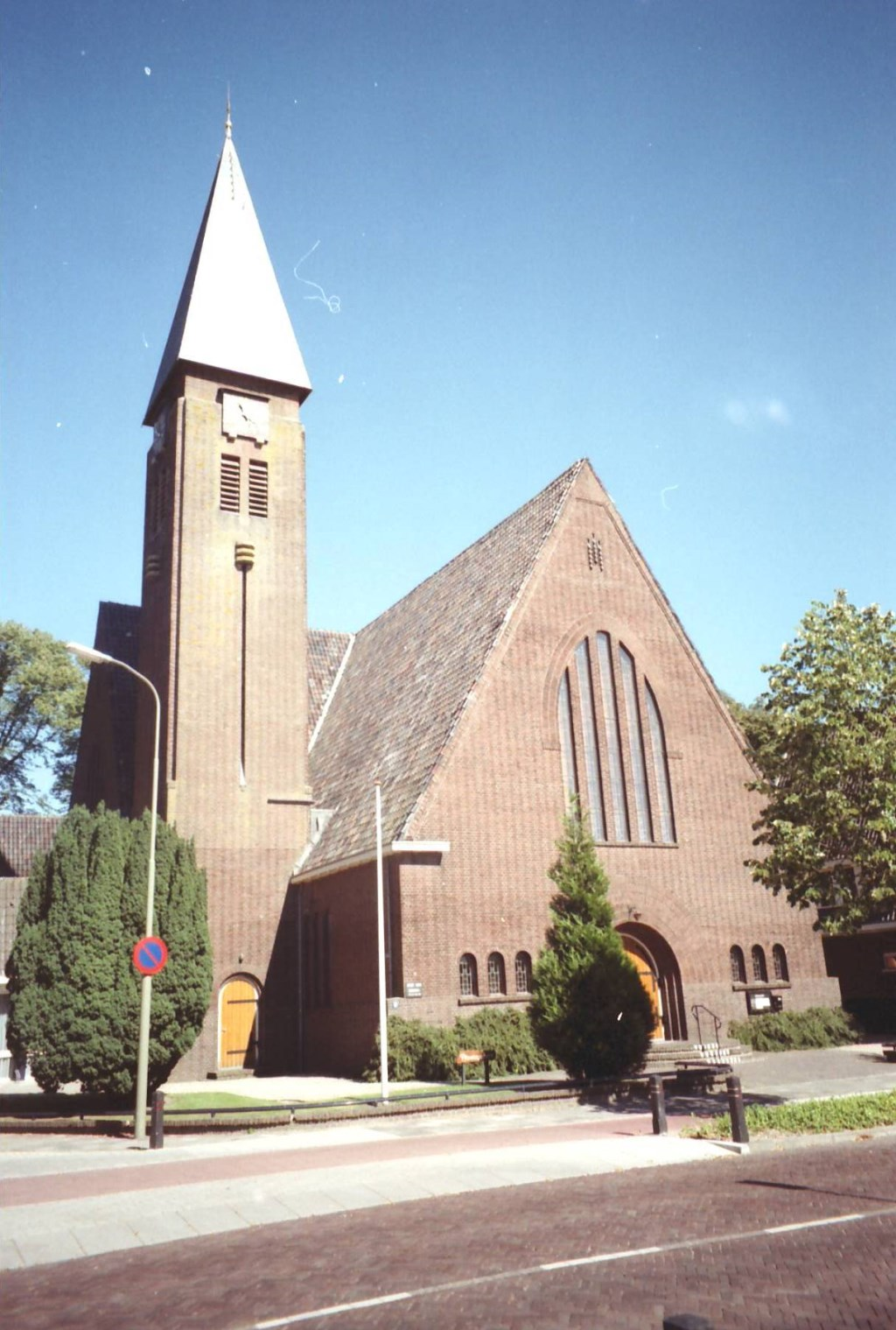 De Fonteindienst wordt zoals altijd gehouden in de Plantagekerk aan de Stationslaan.