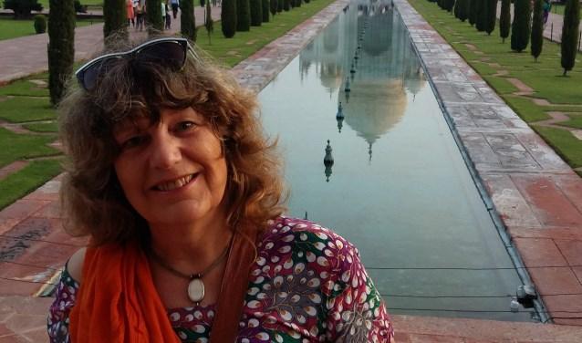 Gerreke van den Bosch voor de Taj Mahal. Foto Marijke Stelder.