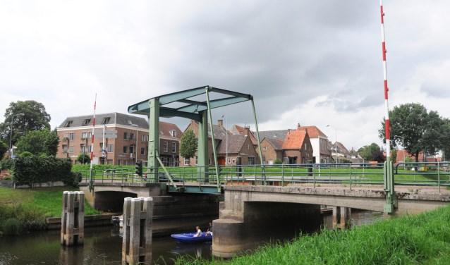 De Thijsse-route voert in Hattem via de brug over het Apeldoornse Kanaal naar de Hoenwaardse Weg.