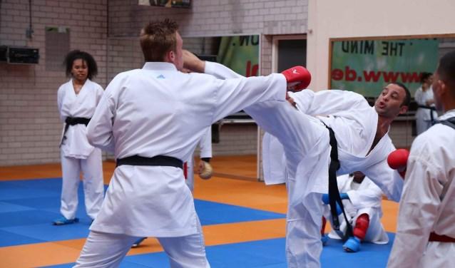 Het National Karatedo team uit de Filipijnen trainde drie dagen onder leiding van Babak Goudarzi, wereldkampioen karate.
