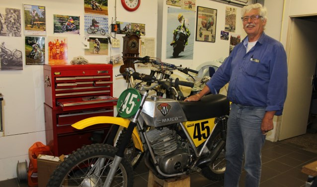 Arie den Haan heeft een privé museum met onder andere de complete collectie Maico motoren. Bij elke motor heeft hij een verhaal. Foto: Wendy van Lijssel
