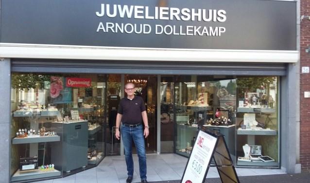 """Juwelier Arnoud Dollekamp: """"Op het moment dat ik een hele mooie baan aangeboden kreegbij een traditionele juwelier in het wat hogere segment, was voor mij de keus dan ook snel gemaakt enheb ik besloten om mijn zaak stop te zetten."""""""