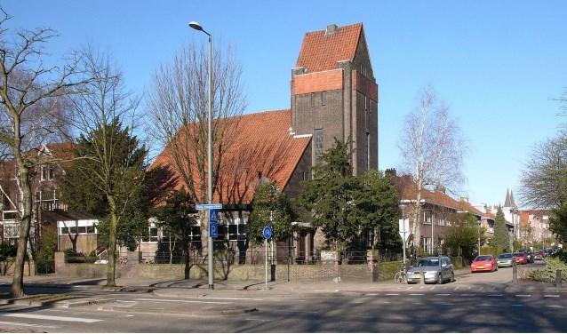 De Hoeksteenkerk valt aan de BK-laan het meest op, maar ze heeft haar adres aan de Warande. (Foto: Roger Pluijm)
