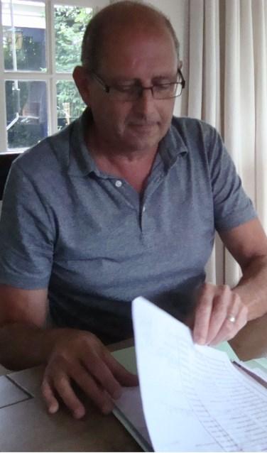 Driebander René Rijken staat voor de uitdaging om 24 uur lang aan het biljart te staan. Hij zet zich in voor stichting Tim uit Schijndel. Meer info: www.stichtingtim.nl