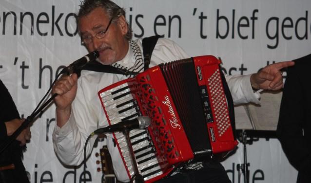 Leden en potentiële leden zijn welkom voor de aftrap van het nieuwe seizoen van DUBOS in Den Dungen. Ook Henk Verhagen (De Sik) en zijn muzikale vrienden luisteren de middag op. Foto: Wendy van Lijssel