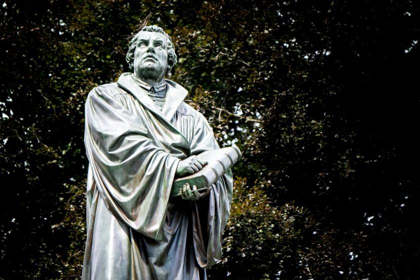 Luther had nooit de bedoeling de kerk op te splitsen. Zijn pleidooi om het aflaatsysteem aan te pakken leidde tot een revolutie die hij niet had kunnen voorzien.