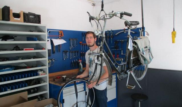 Marcus Juhlin leert het vak van fietsenmaker