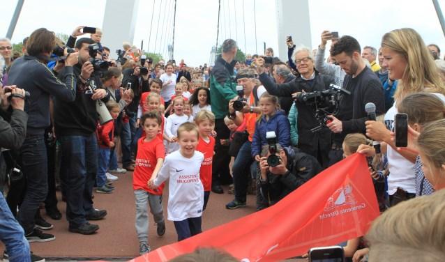 Dafne Schippers, die in mei nog de Dafne Schippersbrug in Oog in Al, Leidsche Rijn opende, loopt vanavond de finale van de 200 meter op het WK in Londen.  Foto: Johan Morgenstond