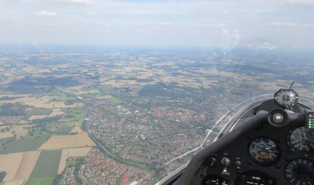 Prachtige beelden boven onder andere De Bilt en Bilthoven vanuit de cockpit. FOTO: Jan Schets
