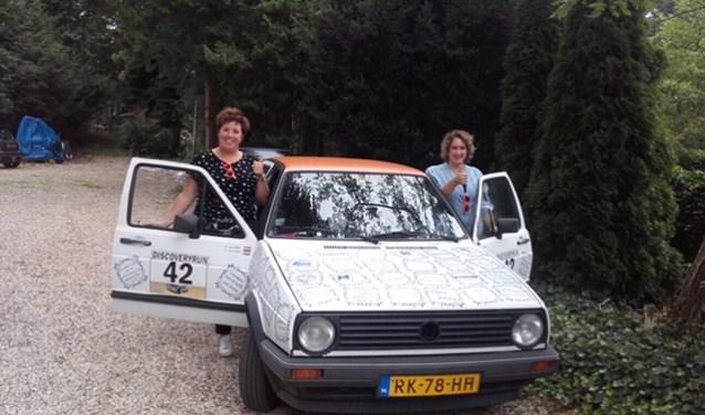 Wil jij ook met je naam of bedrijfsnaam op de auto van de Dutch Divas komen te staan en zo zes dagen door Europa rijden? Neem dan contact op met de dames via hellenvantilborg@hotmail.com. Je kunt nog tot 23 augustus een 'tegeltje' kopen.