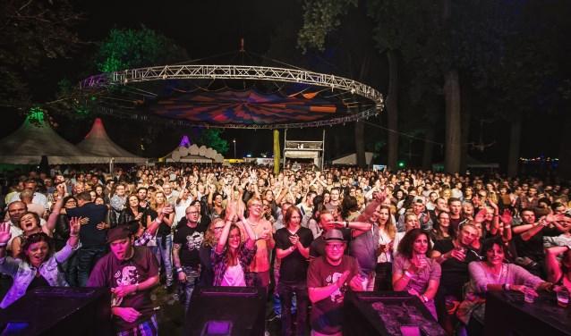 Het publiek vermaakt zich prima tijdens de vorige editie van Muziekpark.