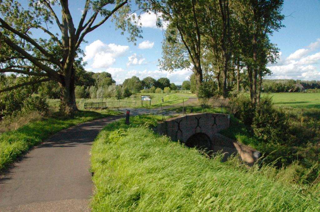 De vesting Heusden lag op de grens van Gelre, Holland en Brabant. De Elshoutse Zeedijk herinnert aan de Zuiderwaterlinie, bedoeld om vijanden op afstand te houden. Foto: Hans van den Eeden
