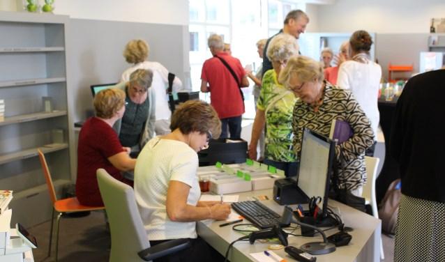 Enkele honderden leden van Bibliotheek Heeze-Leende hebben vorige week van de gelegenheid gebruik gemaakt om hun oude biebpas in te ruilen voor een nieuw exemplaar.