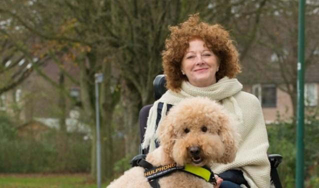 Anita met haar trouwe viervoeter Butler, wiens taken op een dag overgenomen zullen worden door een andere hond.