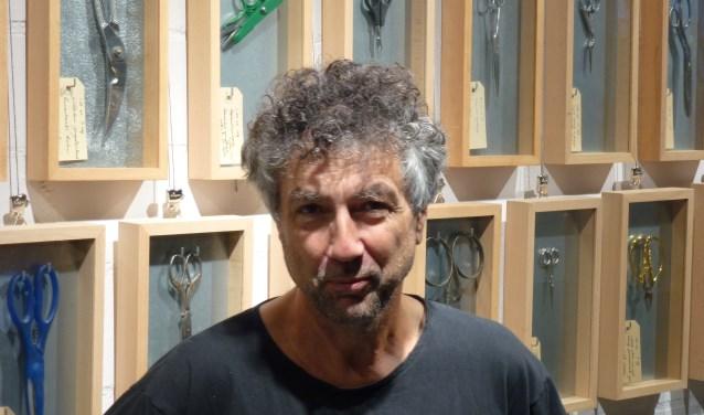 """Beeldhouwer Jos Verschaeren uit Neerloon is K26-lid van het eerste uur. """"Het geeft een gevoel van saamhorigheid, waar je bij de opening van een expositie veel collega's spreekt"""", zegt hij over het kunstcentrum. Ook Jos doet dit weekend mee met de Atelierroute."""