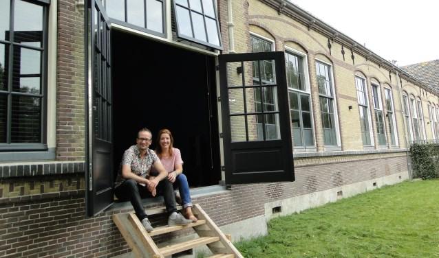 Sebastian en Loes van Zuijlen-de Vos zijn supertrots op het  Muziekhuis in de gerestaureerde Oude School aan de Kapellestraat. Het was een groot avontuur. (Foto: Margreet Nagtegaal)