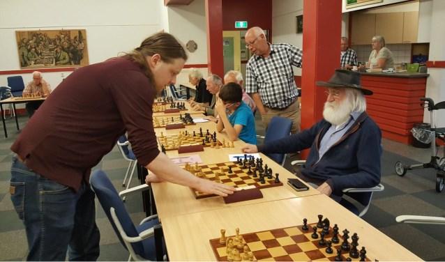 Rini Kreeft (rechts) won van Hotze Tette Hofstra. (foto: Rinus van der Molen)