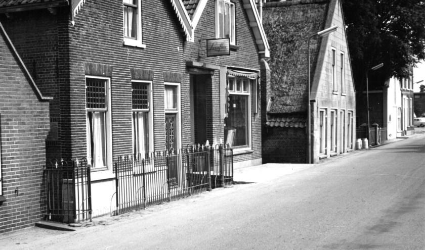 De plaats waar de zeevaartschool heeft gestaan in de Dorpsstraat.