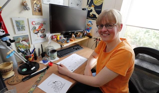 """Henrieke Goorhuis is haar werkkamer. """"Mensen noemden me 'Mevrouw Duck'!"""" (Foto: Bert Jansen)."""