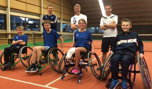 Bij tennis- en squashcentrum Nieuwe Sloot kunnen kinderen met een beperking toch heerlijk sporten.