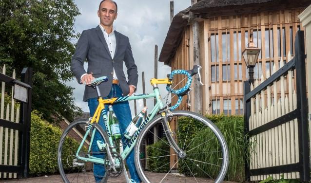 Sommelier Sermad Wartan fietst voor Ride of the roses. Foto: Ron Jenner
