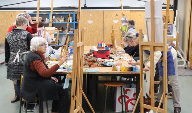 Wilt u (beter) leren schilderen. Bij het Kunstencentrum in Waalwijk gaan binnenkort weer nieuwe schildercursussen van start.