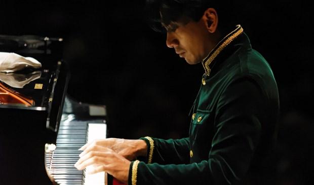 Pianist Wibi Soerjadi geeft twee concerten in Kasteel Doornenburg. (Foto: PR)