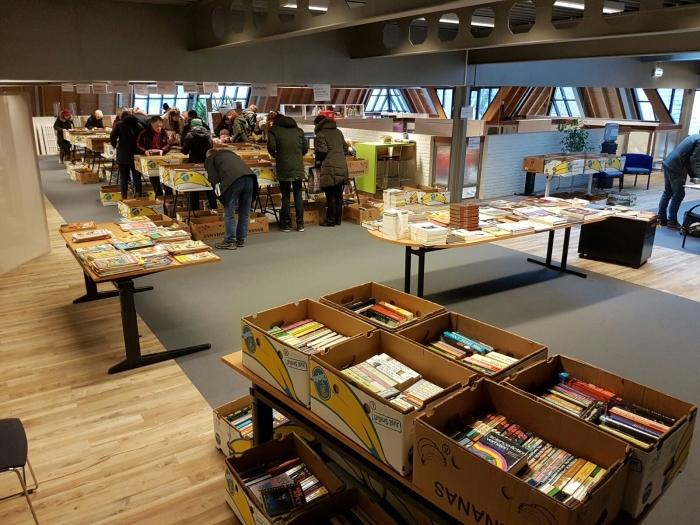 De Lionsboekenmarkt, blijft gewoon gehuisvest in Academiestraat 5.