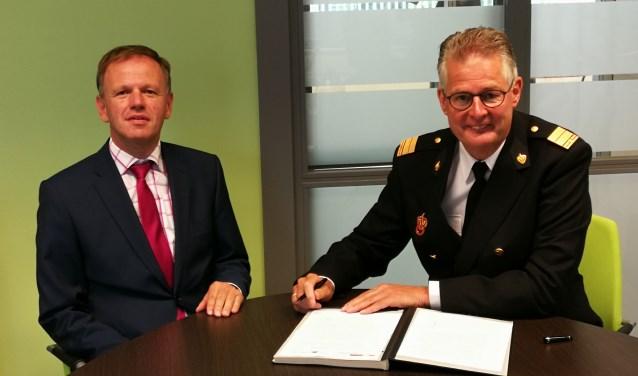 Burgemeester Christiaan van der Kamp en Hans Zuidijk.