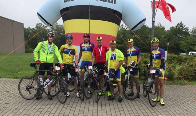 Op de foto vlnr:  Ronald van Leeuwen, Louis van Tol, Rene van den Berg, Pieter Westgeest, Hans van Gemeren, Bouke Cok en Ton Snabel
