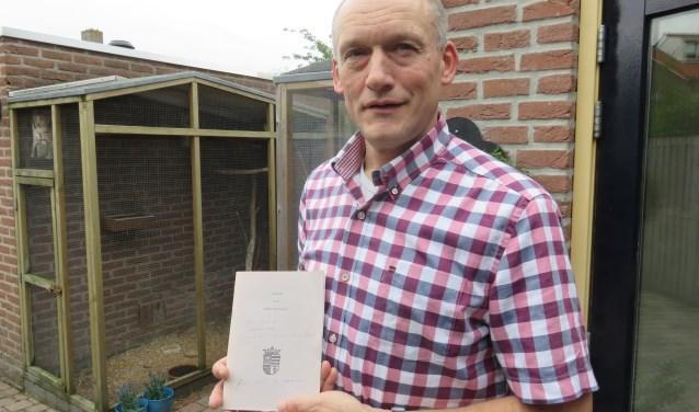 """Hans Marchal met de uitgave van 1989: """"Een waardevol historisch document dat een tweede kans verdient"""". FOTO: John Beringen"""