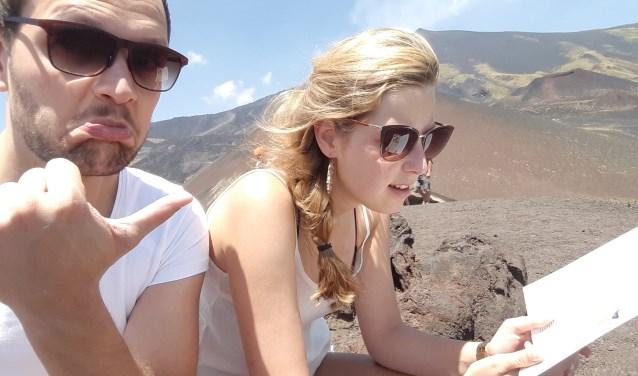Wouter en Loes volgen de wandelpaden naar de top van de Etna. Ze kwamen ogen en dagen te kort om heel Sicilie te zien (Foto: Wouter Struijk).
