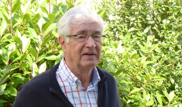 Oud-stadsdichter Jan van den Boom hoopt dat meer bedrijven zich zullen aansluiten, zodat de poëzieroute komend jaar kan worden uitgebreid. Foto: Han Jansen