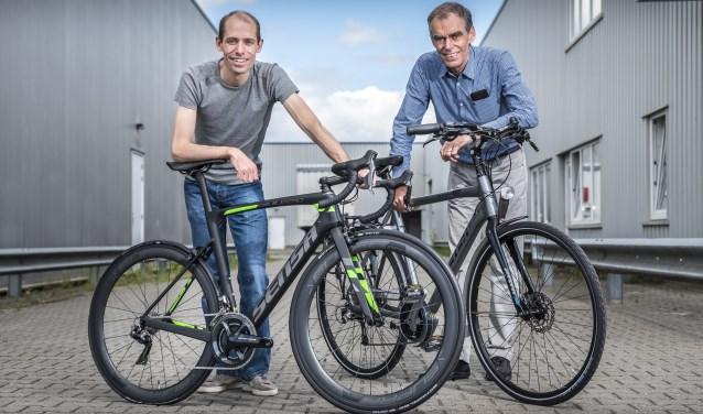 Pieter en zoon Joop Stiggelbout hebben de Twentse fietsen van Sensa internationaal op de kaart gezet.