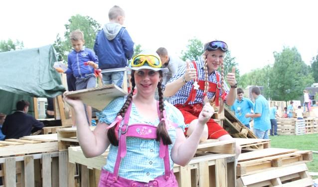 Heidi und Helga namen alle kinderen tijdens de KinderVakantieWeek Schijndel mee in Tiroler sferen. Foto: Wendy van Lijssel