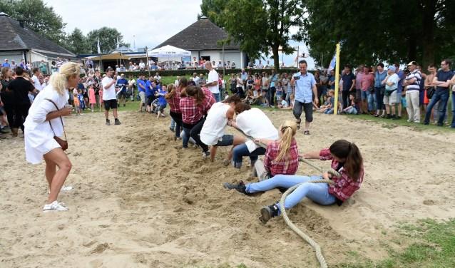 Touwtrekken tijdens een eerdere editie van de oogstdagen. Het evenement wordt 12 en 13 augustus gehouden.