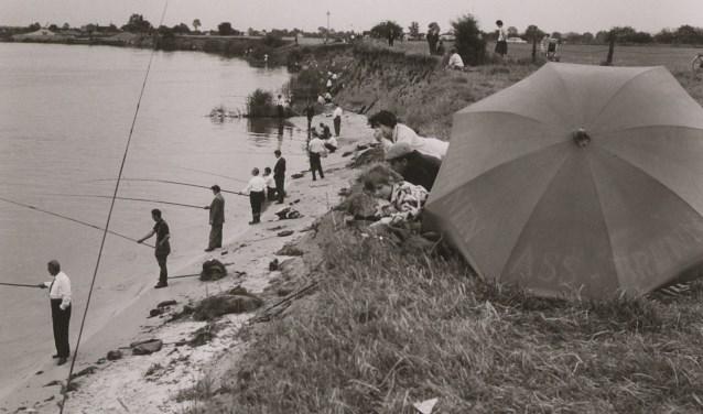 Sportvissers trokken op 9 juli 1962 massaal naar Beugen. (Foto: BHIC)
