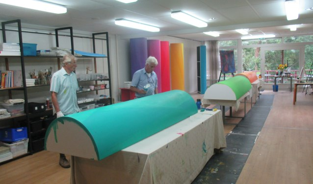 RTV Gouwestad start het nieuwe seizoen met een nieuw en kleurrijk decor in de opnamestudio. Foto: PR