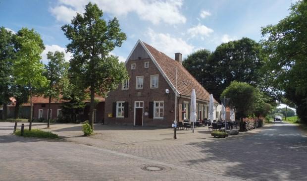 De eeuwenoude herberg in Oldenkotette, op de grens met Duitsland.