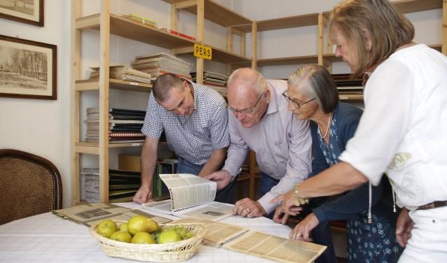 De Peer van Lind-kamer in De Huiskamer in Leende, met van links naar rechts: Erik Willems, Geert Hut, Maria Willems en Cyntha Bax. Foto: Jurgen van Hoof