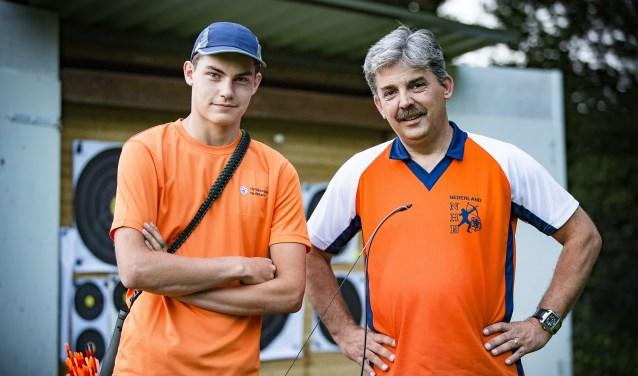Willem Bakker (links) en zijn coach Guido van den Bosch zijn klaar voor het EK in Slovenië. Alleen mag de coach niet mee van de nationale sportbond. Foto: Thomas Bakker
