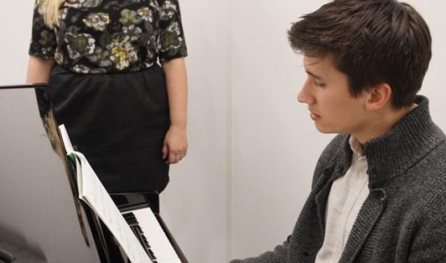 Michael Nieuwenhuijze uit Waalwijk wil zijn liefde en passie voor het zingen graag op zijn leerlingen overbrengen.
