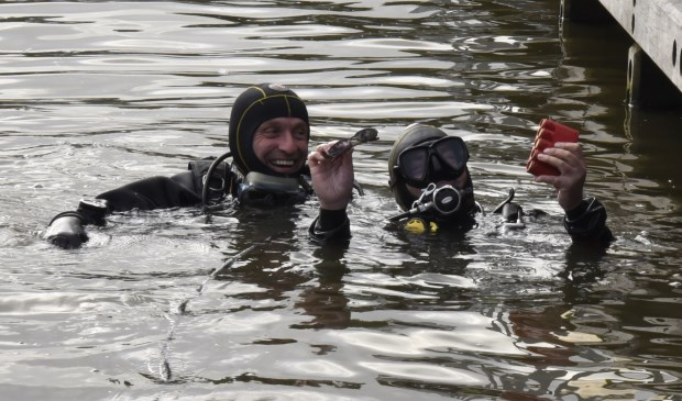 """'Hebbes"""" roepen de duikers Willem Hijdeman en Cyriel de Grijs. Foto: Marianka Peters"""
