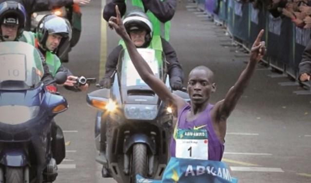 Wereldrecordhouder Leonard Patrick Komon uit Kenia schreef zeven jaar geleden geschiedenis op de befaamde Maliebaan door de 10 kilometerin een recordtijd van 26 minuten en 44 seconden te lopen.