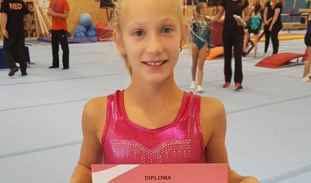 Na de training kreeg een blije Melanie een diploma als bewijs. (Foto: Privé)