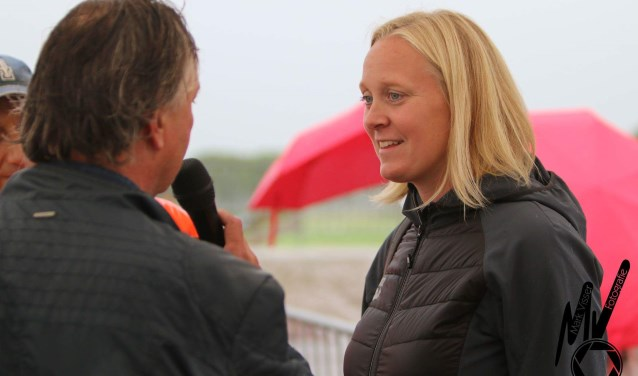 Inge Dekker gaf het startschot in de Biesbosch. De zwemster leed zelf ook aan kanker.