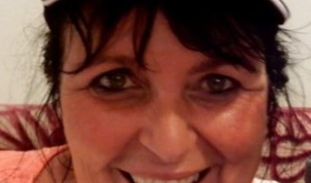 Postbezorgster Jolanda uit Elst heeft een klantfocusaward gekregen van PostNL