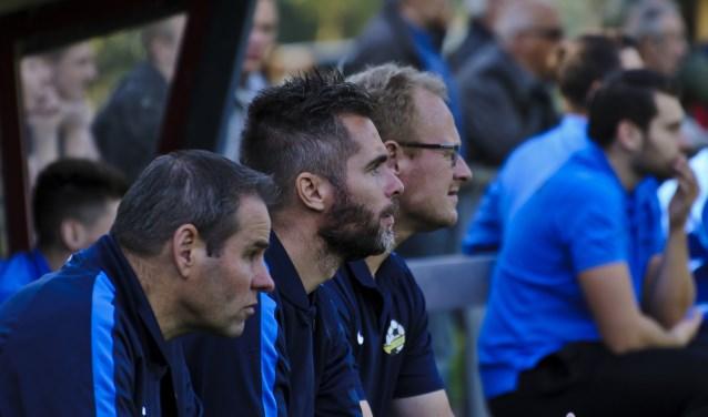 RKVVO-trainer Walter van Ommeren (midden) is voor het derde jaar actief bij de club uit Oerle. Dit jaar wil hij met zijn jonge groep een nieuwe stap maken. (Foto: Ton van de Vorst).