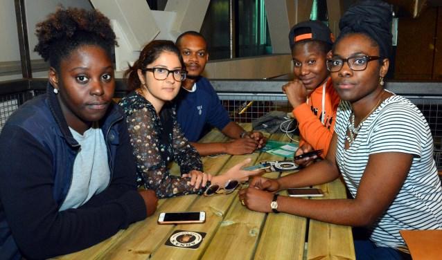 Van links naar rechts: Racquel Chittick, Nikita Udhwani, Duane Meade, Edwina Hodge en Christella Garard (allemaal leden van Studentenorganisatie USC. (Foto: Jos van Leeuwen)